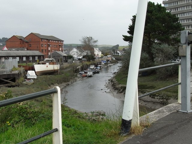 The River Yeo viewed from the Tarka Trail at the Yeo Bridge