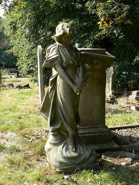 Angel in Radnor Street cemetery, Swindon