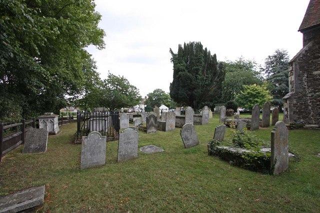 St Andrew, Sandon, Essex - Churchyard