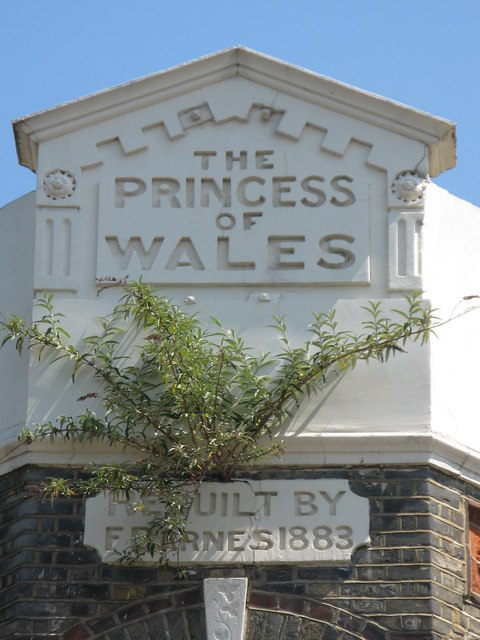 Sign for the (former) Princess of Wales, Grove Street /  Barnes Terrace, SE8