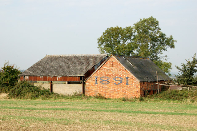 Dilapidated byre south of Napton (1)