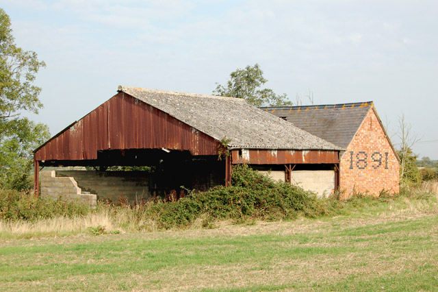 Dilapidated byre south of Napton (2)