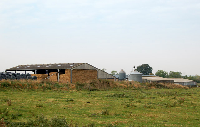 Pastures Farm, Napton, from the footpath