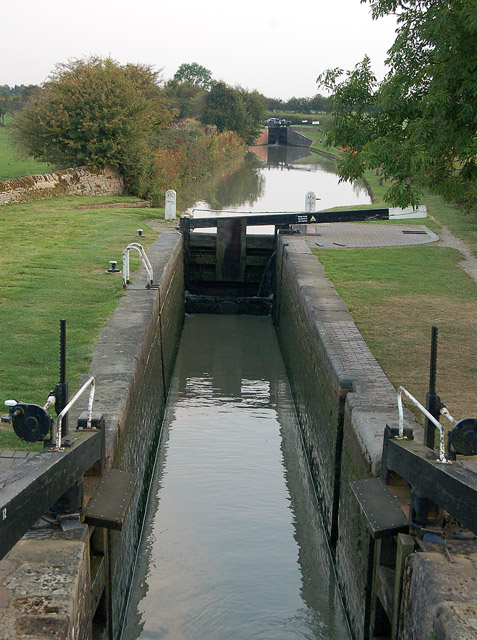 Looking south from bridge 115, Oxford Canal, napton