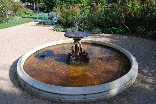 Small fountain in Crescent Garden (2)