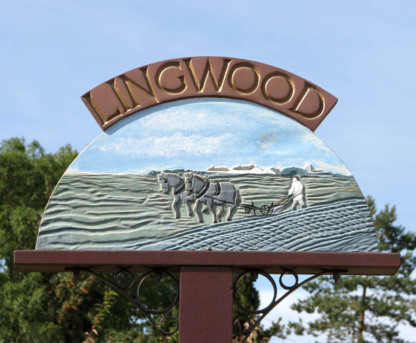 Lingwood village sign (close-up)