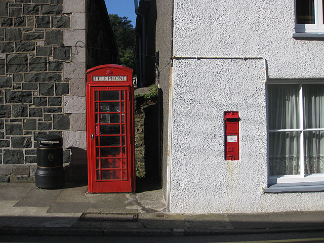 VR postbox and K6 phone box, Lower Town