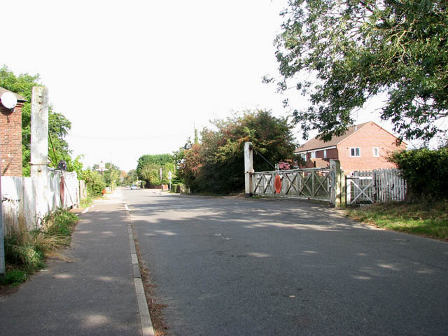 Level crossing on Station Road