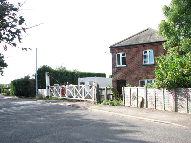 Crossing house and gates on Station Road