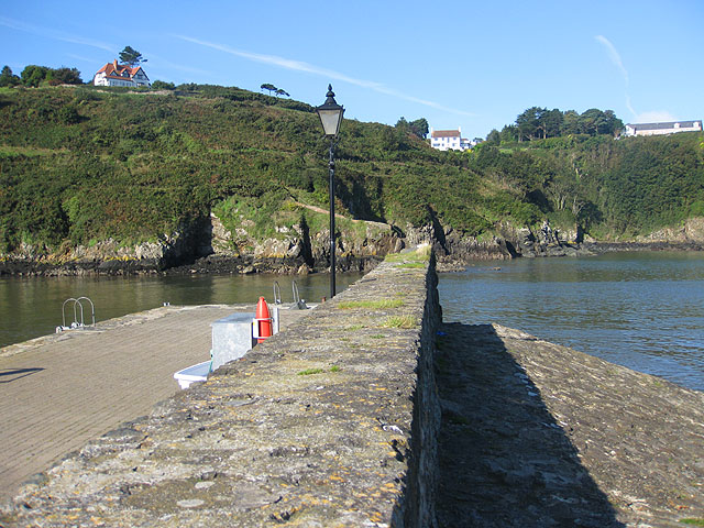 Wall between quay and slipway, Lower Town