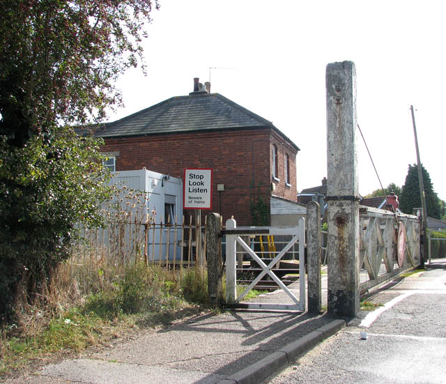 Crossing gate and signal box on Chapel Road