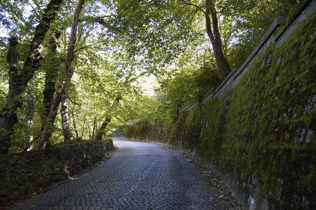 Cobbled road down to the Bridge