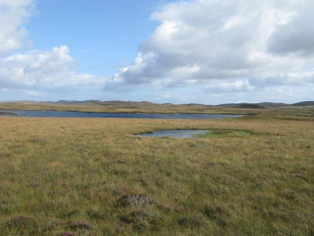 Moorland pool and Loch Cul Airigh a Flod