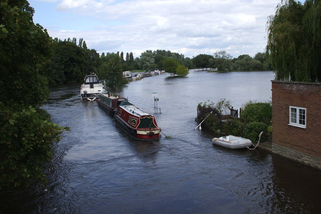 R Thames floods from Abingdon Bridge