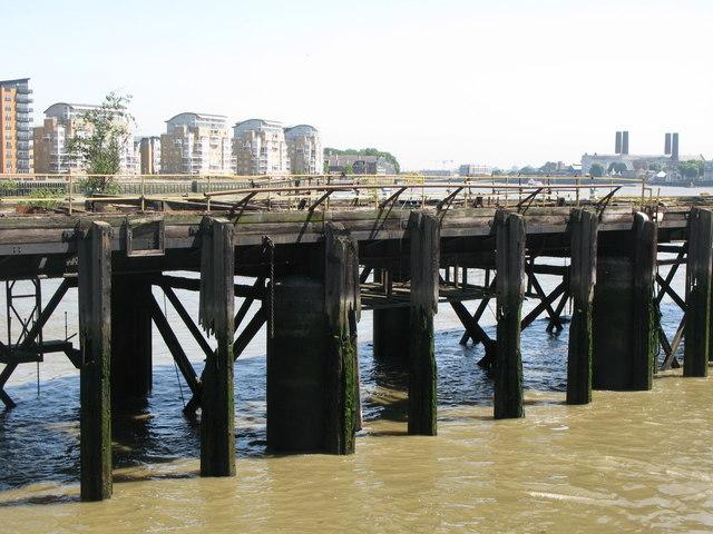 Landing stage, Greenwich Reach (2)