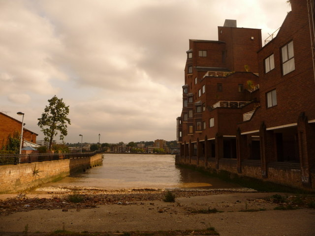 Isle of Dogs: slipway on the Thames
