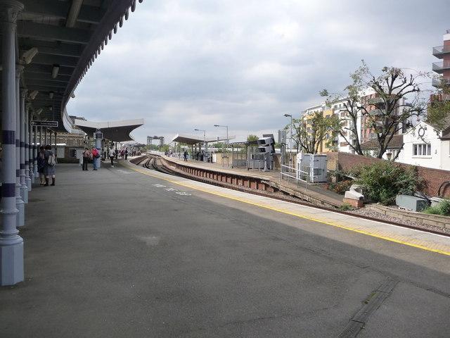 Greenwich: railway station platforms