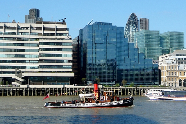 Old and new on the Thames