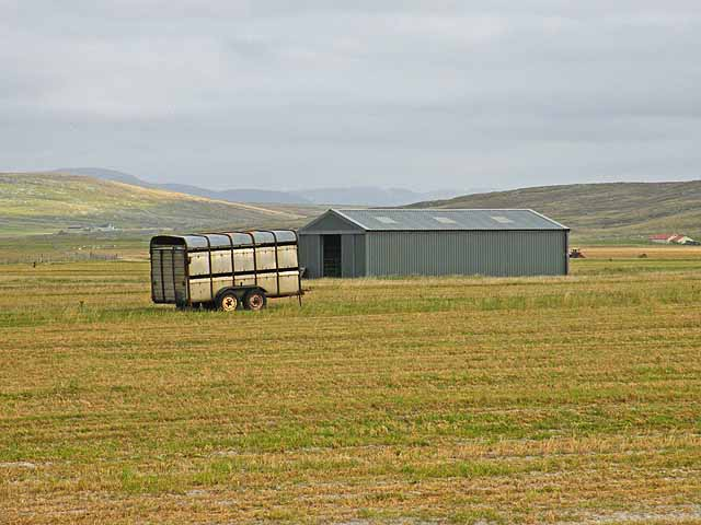 Barn and trailer on the machair on Berneray