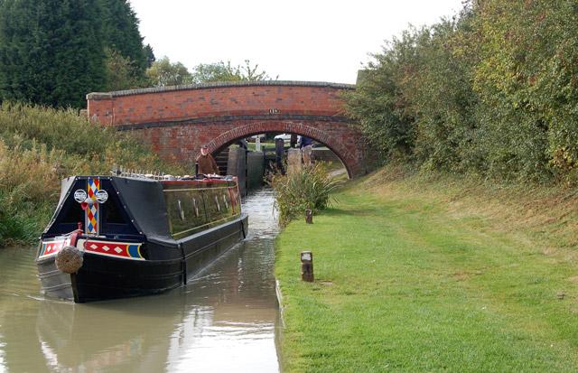Narrowboat leaving Marston Doles lock