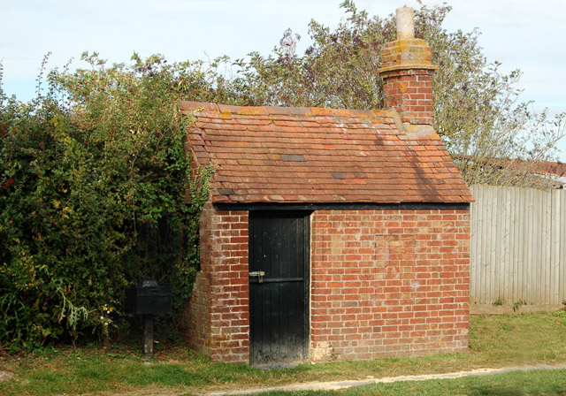 Lock-keeper's hut beside Oxford Canal lock 12, Marston Doles