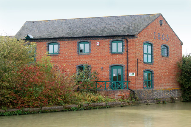Converted canal warehouse at Marston Doles (2)