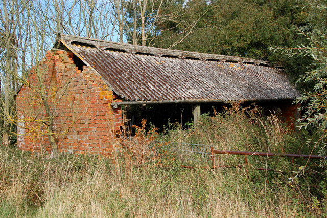 Dilapidated byre near Potash Farm