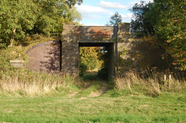Old railway underbridge south of Flecknoe