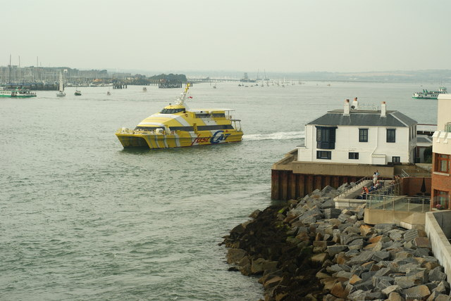FastCat Ryde Leaves Portsmouth Harbour (1)