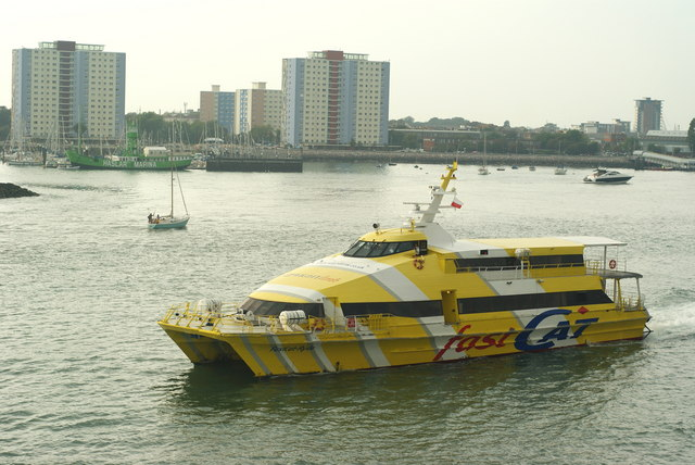 FastCat Ryde Leaves Portsmouth Harbour (2)