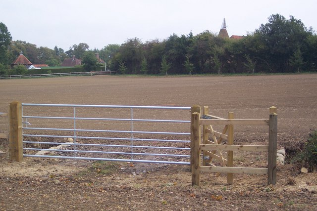 New Kissing Gate and Gate on High Weald Landscape Trail