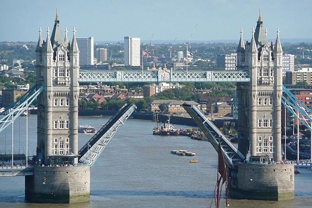 Raising Tower Bridge (4)