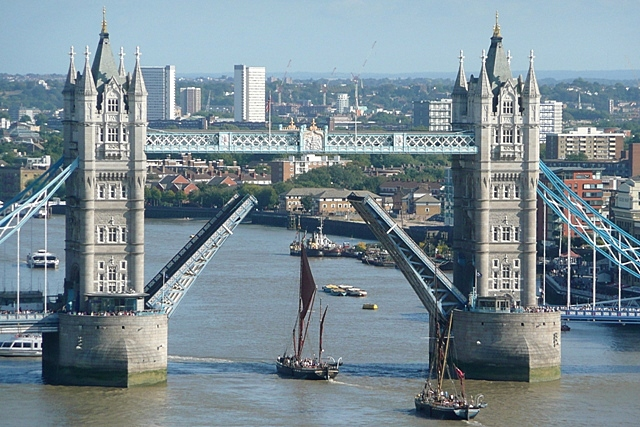 Raising Tower Bridge (5)
