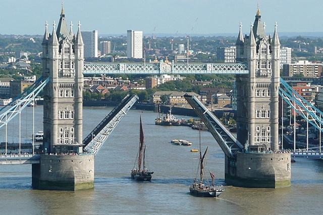 Raising Tower Bridge (6)