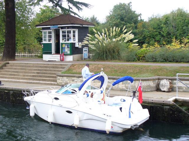 Boat in Bell Weir Lock