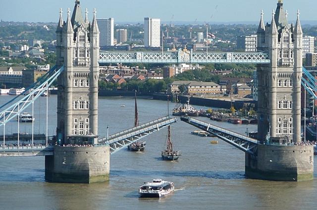 Raising Tower Bridge (8)