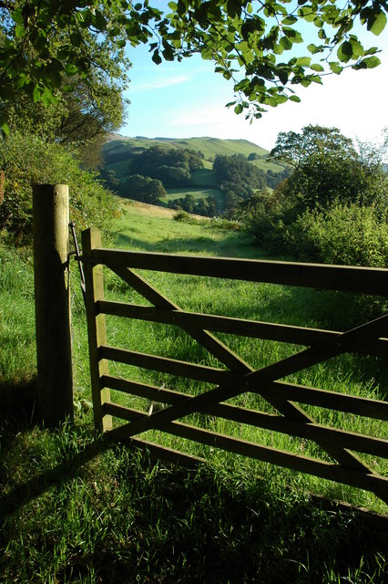 Gate into a field at Maes-Ben Dinas