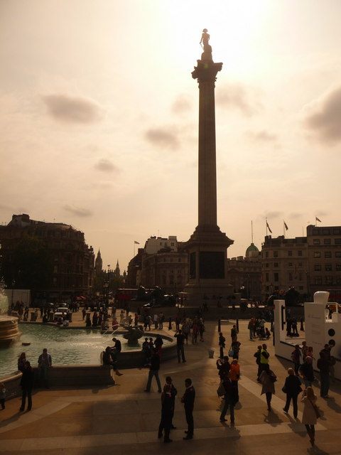 London: Trafalgar Square against the sun