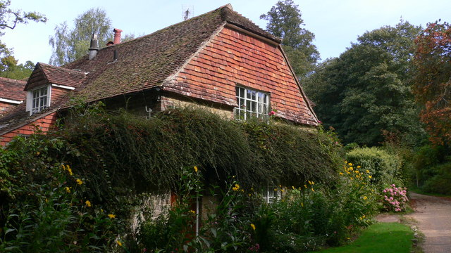 Cottage by bridleway at Iping