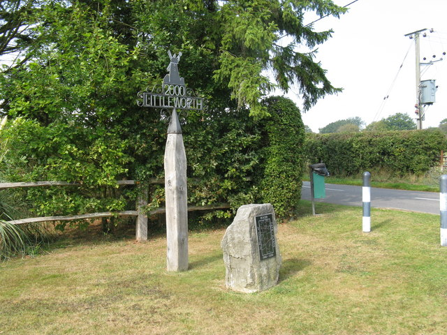 Littleworth Millennium post and memorial to local resident