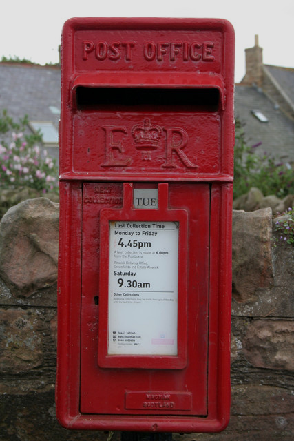 Elizabeth II Postbox, Harbour Road