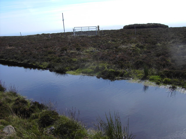 Waterlogged track and fence between Laidwinley and  the Hill of Garbet