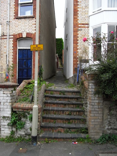 The footpath leading from Horne Road to Drapers Close