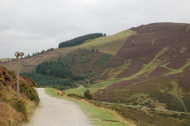 Path junction above Bwlch Penbarras