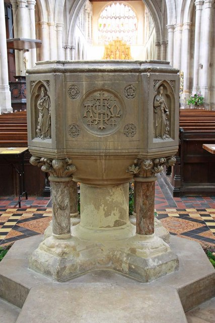 St Margaret, King's Lynn, Norfolk - Font
