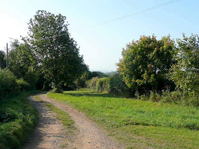 Track past Lower Apperley Farm