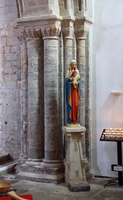St Margaret, King's Lynn, Norfolk - Statue of Madonna & Child
