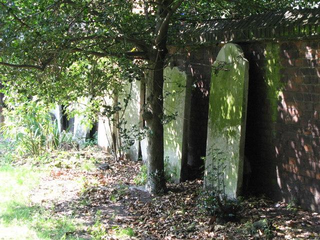 St. Nicholas' Church, Deptford Green, SE8 - churchyard (2)