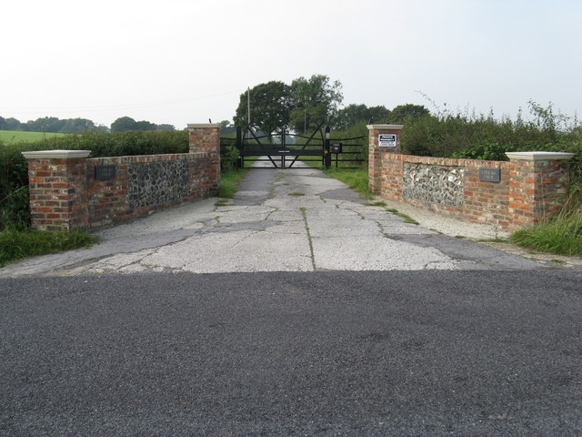 Entrance to Chucks Farm on Littleworth Lane