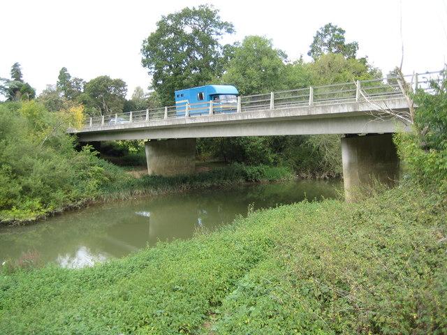 River Arun: A283 Stopham Road bridge